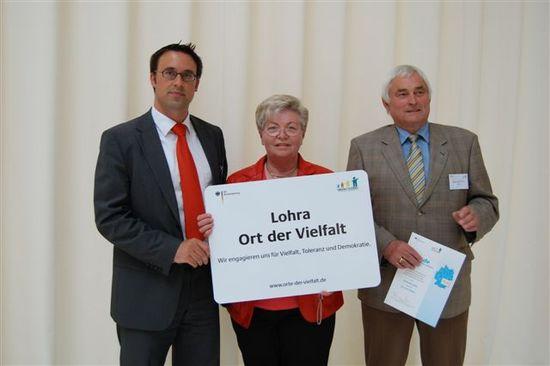 Sören Bartol gratuliert Elfriede Köhler und Werner Oertel